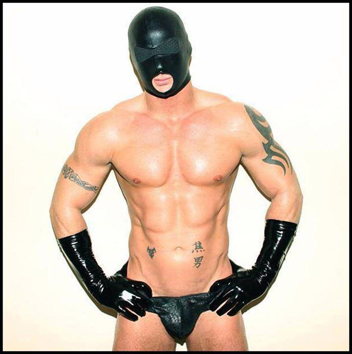 парни в масках с огромными членами - 8
